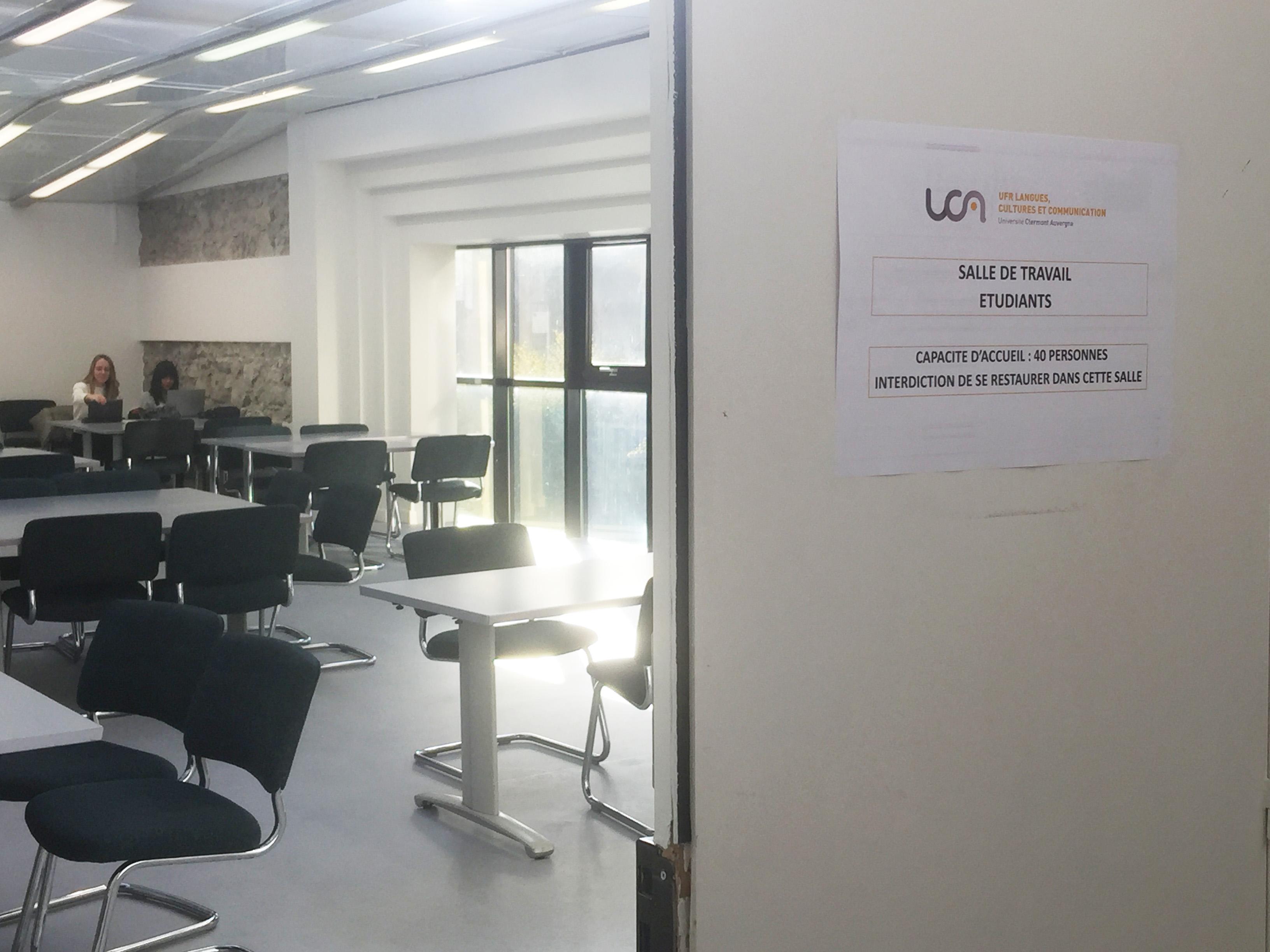 Salle de travail pour les étudiants